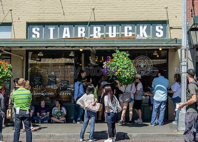 the-very-first-starbucks-which-opened-in-1971-in-seattle-usa-cwxjyy